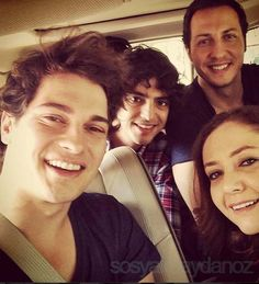 Çağatay Ulusoy with part of the cast of *Medçezir*