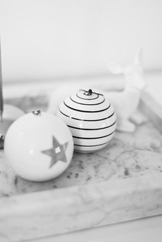 Christmas ornaments in black & white | Xmas decoration . Weihnachtsdekoration . décoration noël | @ House of Mandy |