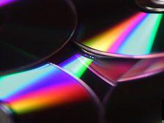 Rénove CD et DVD... Vous n'arrivez plus à lire un de vos CD, DVD voire même jeu vidéo, ne les jetez pas... :      Prenez du lait pour bébé,     Frottez avec un chiffon doux ou du coton la surface rayée jusqu'à absorption totale,     Et voilà c'est réparé !!!  Pour des rayures plus profondes, certains mettent du polish en procédant de la même manière !!!!
