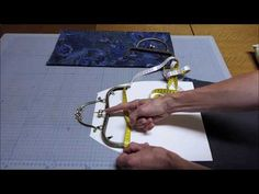 How to sew on snap closure frame Diy Bags Patterns, Purse Patterns, Wool Applique Quilts, Coin Purse Tutorial, Leather Bag Pattern, Lace Bag, Denim Tote Bags, Frame Purse, Embroidery Bags