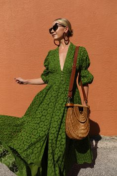 VACAY STYLE // EYELET DRESS Blair Eadie talks about her five must-have beauty products for trips from NYC winters to FL sunshine. Plus, a new eyelet dress and vacation style picks! Summer Outfits, Summer Dresses, Maxi Dresses, Beach Dresses, Summer Maxi, Bridal Dresses, Vintage Outfits, Dress Vintage, Eyelet Dress
