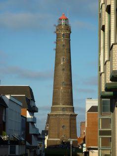 Der Große (Neue) Leuchtturm steht auf Borkum. Bevor das Seezeichen errichtet wurde, orientierten sich die Seefahrer am Kirchturm der Insel.