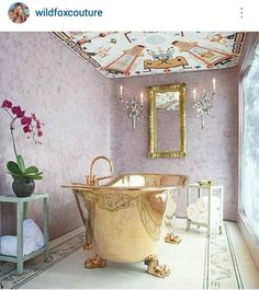 Girls I would have many long bubble baths in this gorgeous tub with bae bear♡