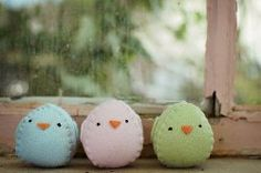 Easy #Easter #sewing project: Little felt chicks.  Get the #tutorial here.