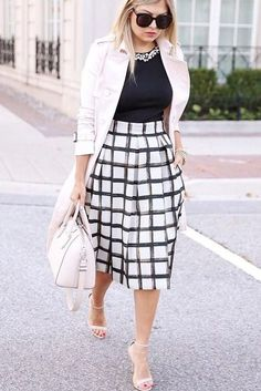 Cool 71 Adorable Spring Outfits Ideas To Wear To Work. More at https://trendfashionist.com/2018/02/19/71-adorable-spring-outfits-ideas-wear-work/