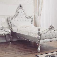 Materiale #pregiato e stile #romantico per realizzare la #camera da letto #perfetta per i tuoi figli. Per info 0818133038 - 3389723869 (anche whatsapp). SPEDIZIONE GRATUITA in tutta Italia.  https://shop.simoneguarracino.it ❤ #furniture #design #luxuryhome #luxury #home #style #silver #white #children #fashion