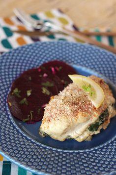 Cinco Quartos de Laranja: Peitos de frango recheados com espinafres e queijo