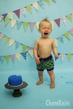 ChemKnits: Lucky's Smash Cake Photoshoot