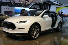 Tesla Model X SUV hands-on (video)