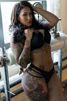 Holly - thick and tattooed