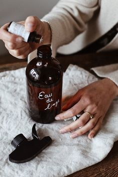 Laundry day, the eco-friendly way – Dans Le Sac Kitchen Eco Friendly Cleaning Products, Natural Cleaning Products, Eco Friendly Water Bottles, Diy Body Butter, Diy Home Cleaning, Amber Glass Bottles, Design Kitchen, Kitchen Ideas, Kitchen Decor