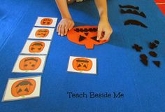 Looking for autumn flannel board ideas for kids? Make a Flannel Board Pumpkin Face Matching Set~ with FREE Printable Cards. This is great for preschoolers!