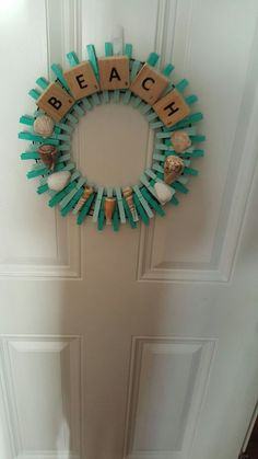 Seashell Projects, Seashell Crafts, Beach Crafts, Summer Crafts, Diy Crafts, Crafts To Make And Sell, How To Make Wreaths, Clothespin Art, Clothes Pin Wreath