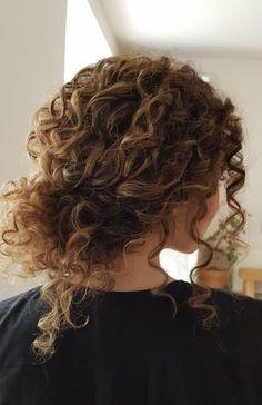 45 coiffures de mariée de charme pour des cheveux naturellement bouclés  #bouclés #charme #cheveux #coiffure #coiffures #dès #mariée #naturellement #Pour