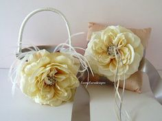 Love this Flower Girl Basket and Wedding Ring Pillow Ring Bearer Pillow by @LaceyClaireDesigns