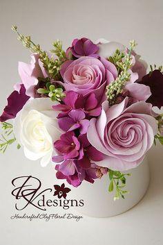 Lovely floral arrangement – World of Flowers Fondant Flowers, Clay Flowers, Sugar Flowers, Silk Flowers, Paper Flowers, Beautiful Flowers, Orchid Flowers, Flower Box Gift, Flower Boxes