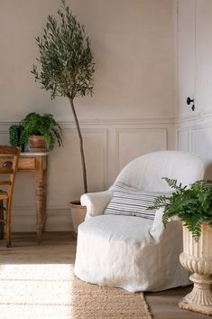 natural home decor with linen and an olive tree, Simple natural home decor, home decor ideas in natural neutral colours, linen and plants home decor, natural home decor with green plants linen and bare wood Natural Homes, Natural Home Decor, Slow Living, Home And Living, City Living, Living Spaces, Living Rooms, Olivier En Pot, Daybed Mattress