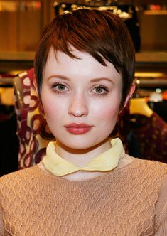 Cute Short Pixie Hairstyles with Hair Color and Side Bangs