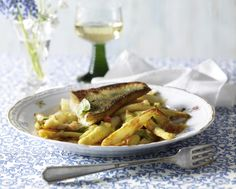 Unser beliebtes Rezept für Gebratener Spargel mit Kartoffel-Tomaten-Vinaigrette zu Zanderfilet und mehr als 55.000 weitere kostenlose Rezepte auf LECKER.de.