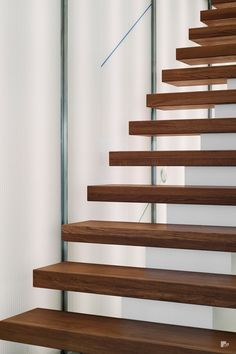 Professionals in staircase design, construction and stairs installation. In addition EeStairs offers design services on stairs and balustrades. Floating Staircase, Modern Staircase, Staircase Design, Spencer Stuart, Stainless Steel Staircase, Floating In Space, Glass Balustrade, Dark Wood, Stairs