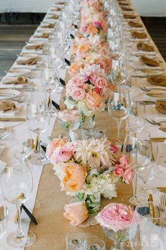 Vu d'ensemble d'une table de mariage