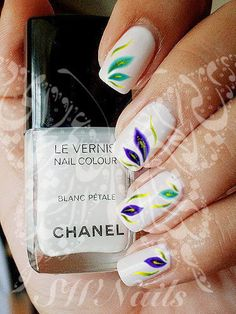 20 water decals on a clear water transfer which can be applied over any color varnish on either your natural or false nail Use: 1-Trim,clean then paint your nails with the color you want. 2- cut out t