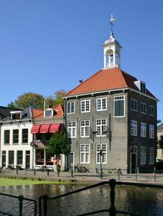 Schiedam (Netherlands)- Zakkendragershuisje. Holland Netherlands, Dutch, Cities, Nostalgia, Mansions, Country, House Styles, Pictures, Mansion Houses