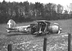 Italian participation in the Battle of Britain was brief and unsuccessful: shot down Fiat CR42 being examined by British troops, autumn 1940.