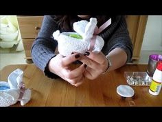 VEDA day Learn how to make washcloth bunnies! You'll need: 1 washcloth 1 rubber band 1 egg (actual, plastic, wooden, no matter.) 1 piece of ribbon Observe the video tutorial and get Baby Crafts, Easter Crafts, Crafts For Kids, Baby Crib Diy, Baby Baby, Craft Tutorials, Craft Projects, Towel Animals, Diy Diapers