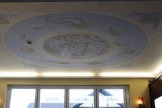 Deckenbild mit Meeresgöttern in einem Hotel auf der Insel Usedom.