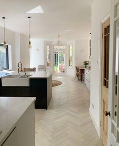 Decor, Summer Decor, Living Room Kitchen, Open Plan Kitchen Living Room, Flooring, Open Plan Kitchen, Open Plan Living, Spacious, Modern House