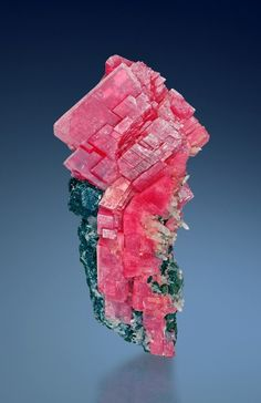Rhodochrosite, Tetrahedrite, Quartz - Rhodochrosite - Balance the emotions, clear stress and anxiety. Opens the heart and cleans old and repressed traumas. Good for sensitive people