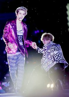 lovely HunHan on stage- somehow I love sehuns jacket