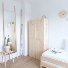 Make the guest room inviting: That& the way it works- For our guests only the best: Scandi-style guest rooms with lots of white, wood and Ikea Ivar at home at Wohngoldstück! up Source by couchmagazin - Fall Bedroom Decor, Guest Room Decor, Home Bedroom, Ikea Bedroom, Bedroom Furniture, Cheap Home Decor, Diy Home Decor, Couch Magazin, Small Guest Rooms