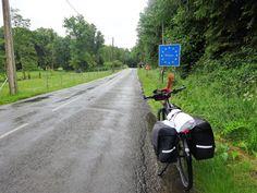 Juli-e-cycle et une arrivée mouillée à la frontière belge ardennaise: Tour de France à vélo électrique ! #velo #bicyclette #veloelectrique #ebike #vae #tourdefrance #cyclingtour #cyclotourisme #RestartCycleTourism #ardennes #belgique #orval #abbayeOrval #juli_e_cycle #velafrica