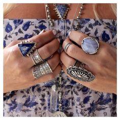 MARAVILHOSO....Adorooooo esses tons de azul...Beautifulllllllll O detalhe do colar lindooooooo !!!