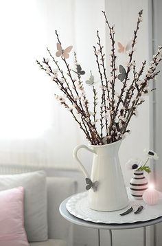 How to decorate your home stylish! DIY decoration ideas for Easter, Easter shrub with butterflies, subtle decoration How to decorate your home stylish! DIY decoration ideas for Easter, Easter shrub with butterflies, subtle decoration Decorating Your Home, Diy Home Decor, Room Decor, Home Decoration, Decorating Tips, Rama Seca, Centerpieces, Table Decorations, Diy Spring Decorations
