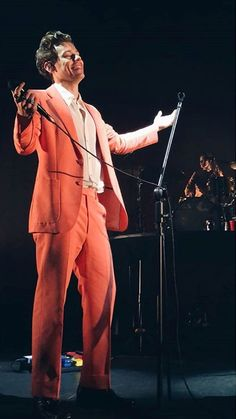 Harry on stage in Sydney Australia November 26, 2017