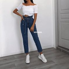 We love this combo 😍😍 Cute Top x Paperbag Jeans ✔️ 🔎 Blue Mom Jeans, Girls Jeans, Fashion Mode, Korean Fashion, Girl Fashion, Fashion Outfits, Outfits For Teens, Trendy Outfits, Girl Clothing