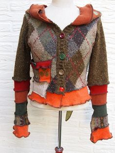 Upcycled sweater, love that sweaters look Old Sweater, Sweater Coats, Diy Clothing, Sewing Clothes, Pullover Upcycling, Recycled Sweaters, Sweater Refashion, Altered Couture, Altering Clothes
