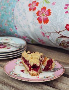 Für alle Streusellover: Mein allerliebster knusprigster Kirsch-Streusel-Kuchen nach Omas Rezept   A Cake A Day   Mein Foodblog