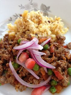 It is like a stew, with ground beef, some people cook with sliced meat, I personally learned to eat with ground beef. Tarija is the southern part of the country of Bolivia, where the people has a r… Latin American Food, Latin Food, Meat Recipes, Dinner Recipes, Cooking Recipes, Yummy Recipes, Bolivia Food, Peruvian Recipes, Equador