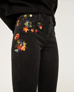 Mid rise embroidered skinny jeans from Zara All Jeans, Skinny Jeans, Women's Jeans, Harem Jeans, Denim Leggings, Trousers, Looks Style, Style Me, Jean Outfits