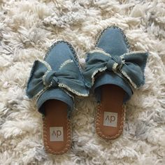 Shop Women's Dolce Vita Blue Tan size 7 Flats & Loafers at a discounted price at Poshmark. Description: So cute and casual! Perfect for summer slip ons! Runs a little snug! Loafer Flats, Loafers, Denim Shoes, Dolce Vita Shoes, Color Blue, Snug, Slippers, Slip On, Bows