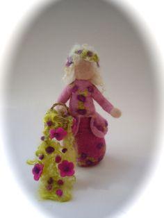 Jahreszeitentisch - Puppe gefilzt,Handgefilzt.Filz,Waldorf. - ein Designerstück von Filz-Art bei DaWanda
