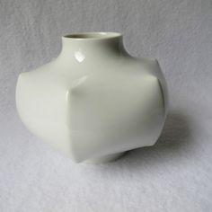 schöne kleine Fürstenberg Vase Porzellan weiß rund sternförmig gemarkt 10x11cm