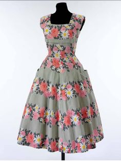 1950s: Couture Dress Pattern: Free, a V offer