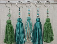 Temporada alta: Vero Palazzo - Home Deco - chrySSa HomeDecor Diy Tassel, Tassel Jewelry, Tassels, Crafts To Do, Arts And Crafts, Diy Crafts, Crochet Projects, Sewing Projects, Pom Pom Crafts