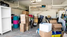 How to Declutter Before Moving: Have You Tossed Out the Right Stuff? How to Declutter Before Moving: Moving House Tips, Moving Day, Moving Tips, Moving Hacks, Home Selling Tips, Selling Your House, Home Maintenance Checklist, Moving Checklist, Packing To Move