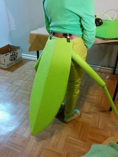 Make the Most Adorable Praying Mantis Costume Ever Halloween Sewing, Halloween Costumes For Teens, Diy Costumes, Halloween Party, Dress Up Day, Kids Dress Up, Ant Costume, Halloween Karneval, Praying Mantis